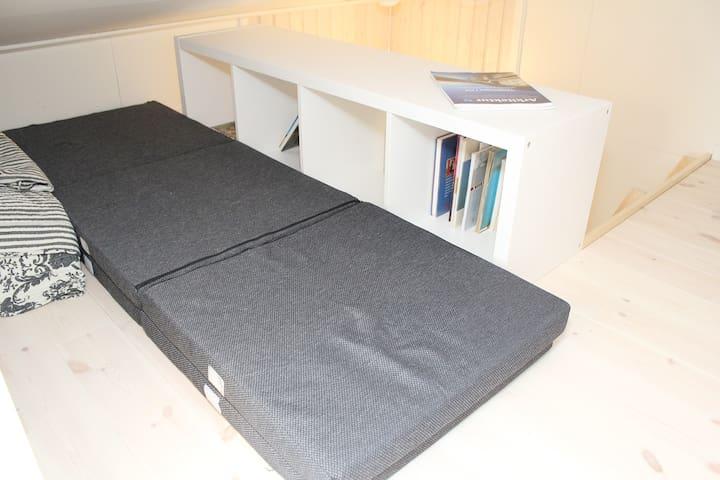Loft / mezzanine bed (190 cm)