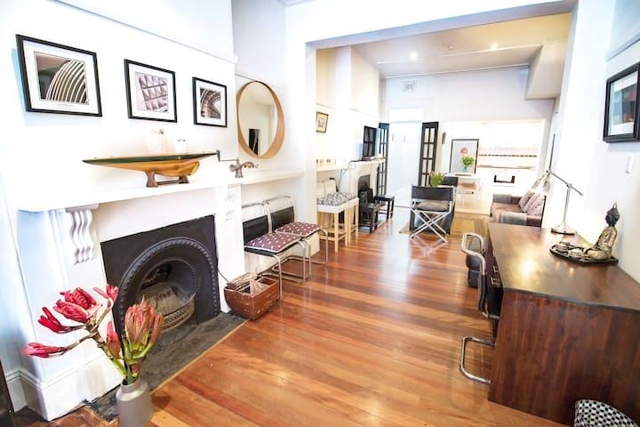 Darlinghurst 2BDR+2Bathroom Victorian Home+parking