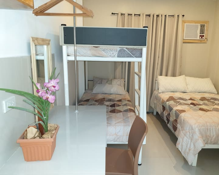 Borj Place - Quadruple Room A