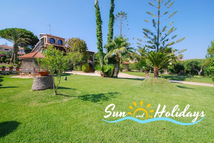 Villa with huge garden and pool in Roda de Bara
