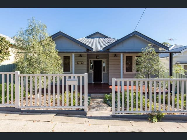 Turvey Park/Wagga Charming Character Home