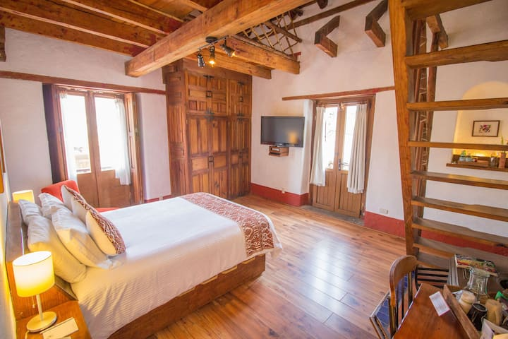 Deluxe Quadruple Room in Valle de Bravo`s Downtown