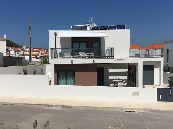 Villa das Hortas: new & modern villa @ Silvercoast