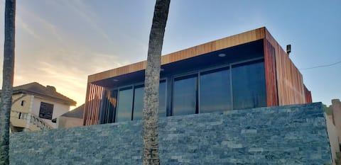 Suntaa Beach Boxx - Coral...The Ocean At Your Feet