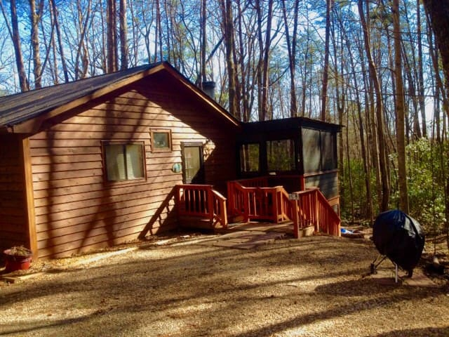 Awesome Pet Friendly Cabin UNPLUG, Unwind & RELAX