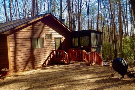 Cozy Pet Friendly Cabin Come Relax, Unwind & Enjoy