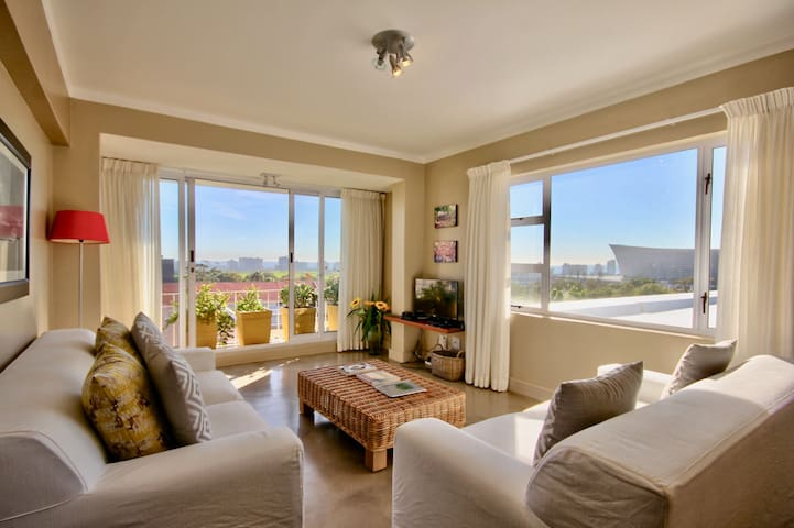 Apartment close to V&A Waterfront with Views.