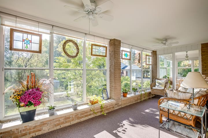 Sunny Cottage in the heart of Waterdown