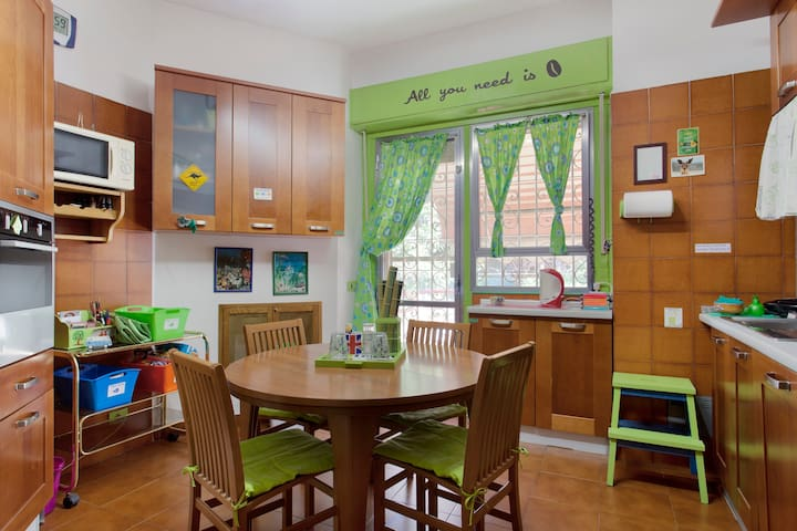 The beautiful and colored kitchen full furnished for your meals !