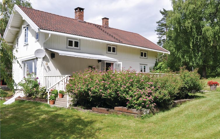 Holiday cottage with 7 bedrooms on 200 m² in Fagerstrand