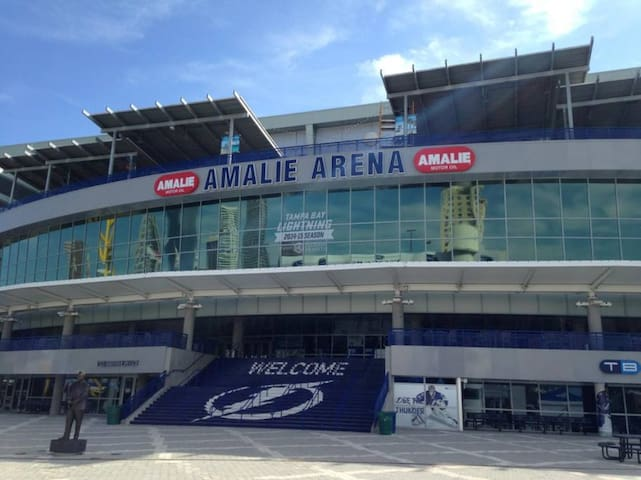 Near Amalie Arena - Hot Tub and Pool