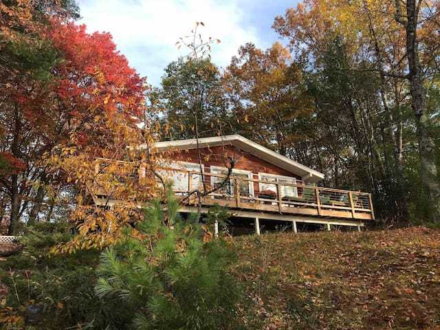 Fall and Winter on the Lake with terrific views!