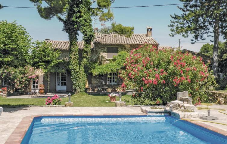 Holiday cottage with 3 bedrooms on 160 m² in Beaumes de Venise
