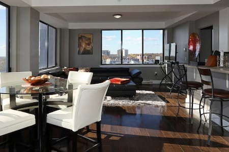 30 Mins from Manhattan, Ultra Modern Penthouse! - East Orange - Apartamento
