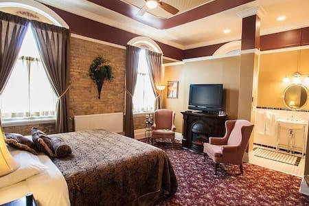 Queen Victoria Room at The Clocktower Inn