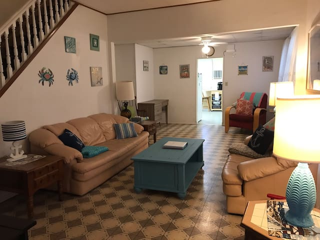 3 bedroom house 4 blocks from the beach!