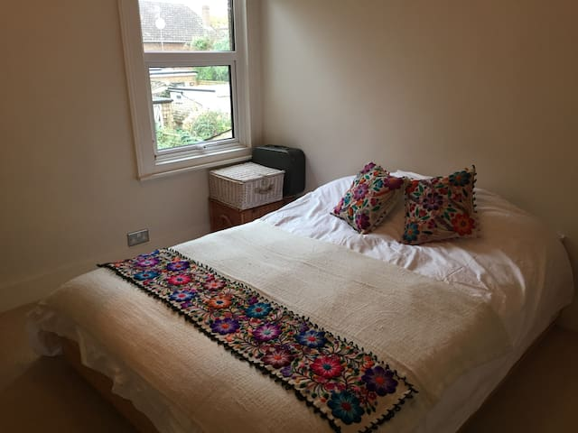 Quiet ensuite in Kingston - Kingston upon Thames - Casa