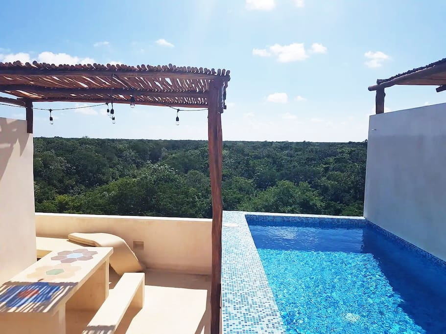 Piscina privada en rooftop / Private rooftop pool and terrace