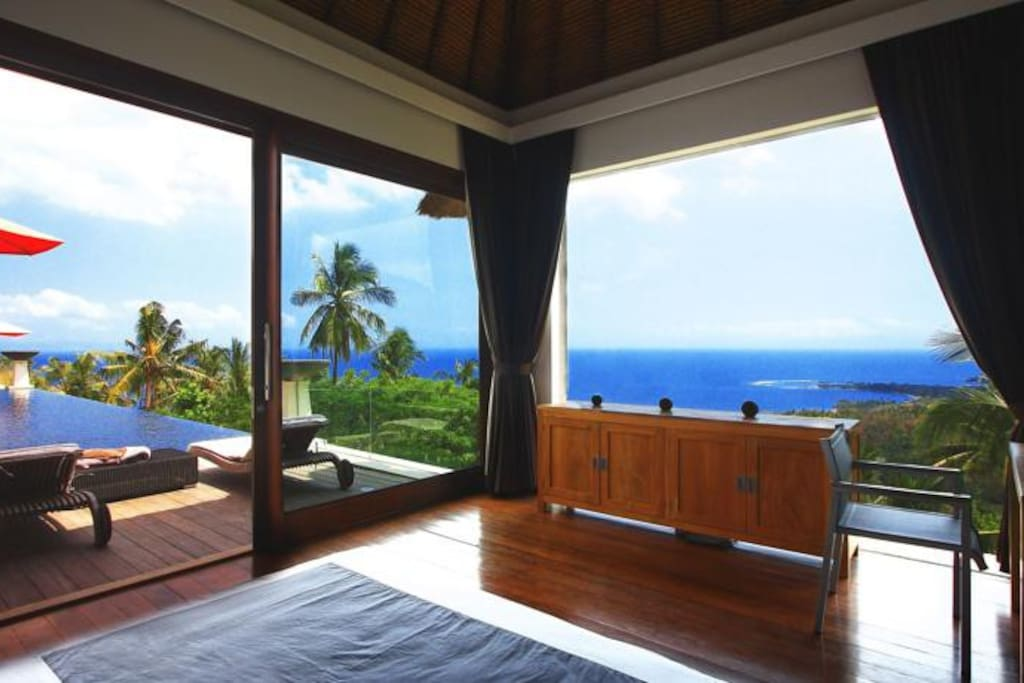 Pool and Sea view from the King size room