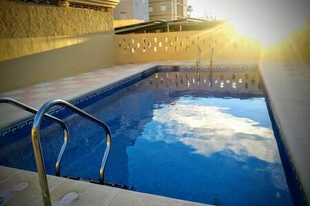 Apartamento con piscina en playa Miramar