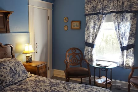 Flower Room at The Southern Wind - Saint Augustine - Bed & Breakfast