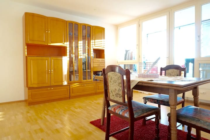 Spacious & bright Home: Walk to Theresienwiese - München - Apartment