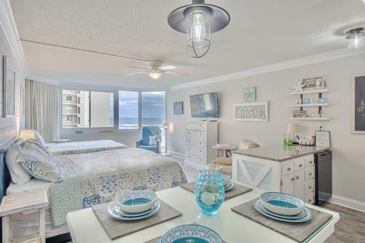 Starfish Studio - beachfront: cute, clean, & quiet with free beach chairs