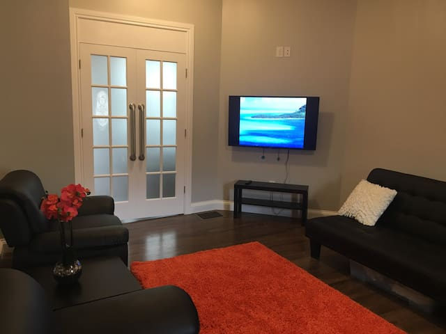 5161 PENN AVE #1 Urban 1 Br Apartment with parking
