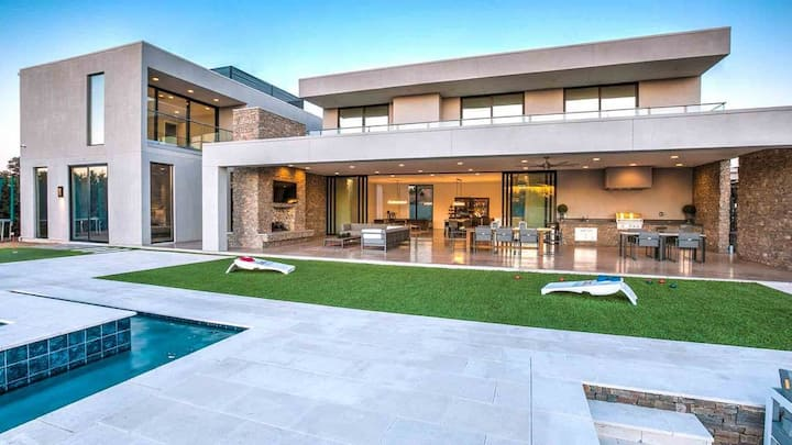 MODERN MASTERPIECE LOS ANGELES GEM- POOL AND VIEWS