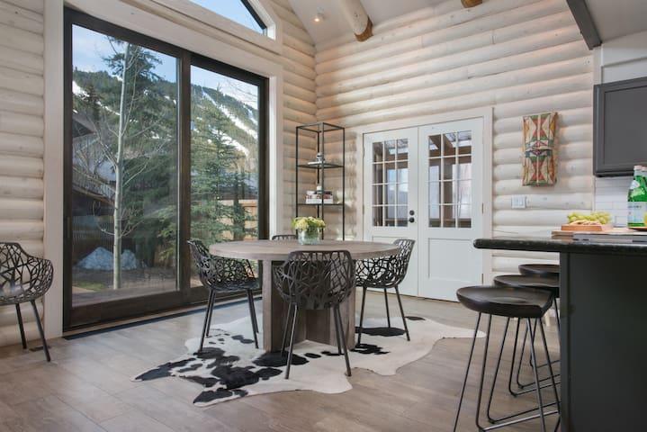 Contemporary Cabin (Long Term Rental)