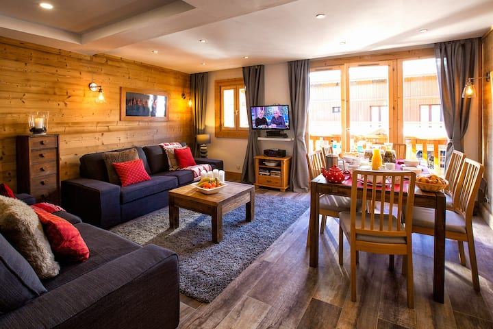 Boutique chalet with hot-tub in Meribel centre