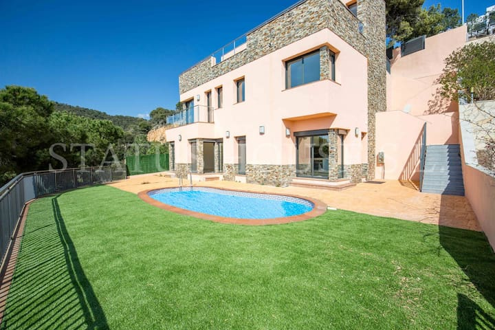 Luxury Villa with sea views - Canyelles - Villa