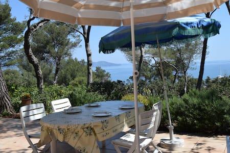 Maison coquette au Gaou-Bénat ,jardin, vue sur mer