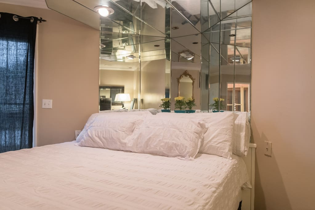 Huuuuuge, king sized, Certified Serta Bed and Mattress!