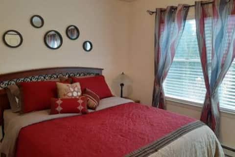 Luxury 1 Bedroom on the Lake!