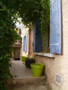 Village house, all year, 90€, 2 nights minimum - Bédoin - Haus