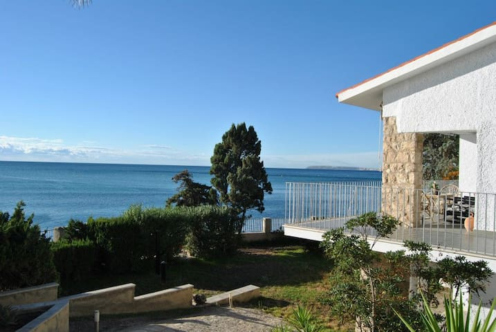 Waterfront Villa (no need for car) - Alicante - Villa