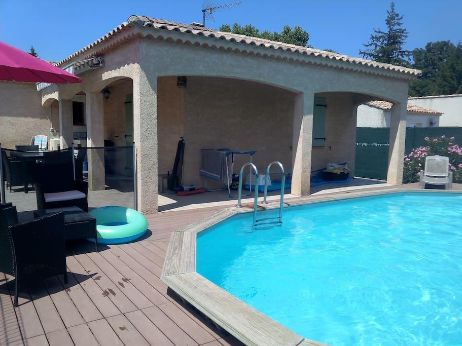 Villa avec jardin et piscine villas for rent in salon de for Villa prisme salon de provence