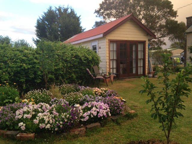Funky Uralla Arthouse near Armidale - Uralla - Cottage