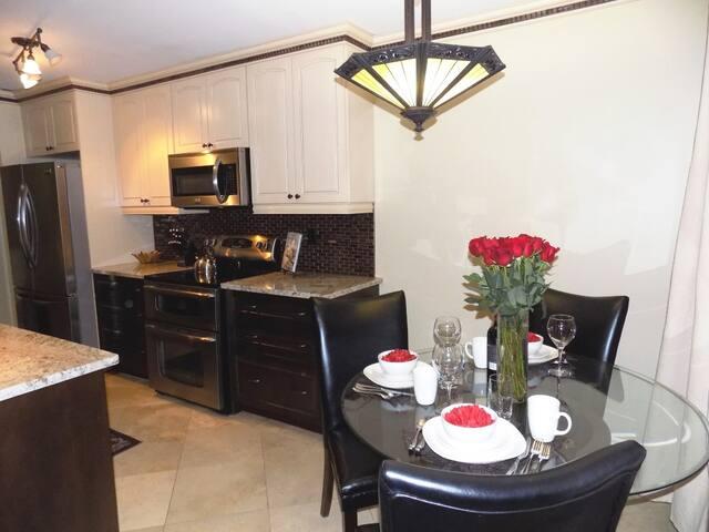 ⭐ 5 Stars Gourmet Suite U of Alberta & Whyte Ave