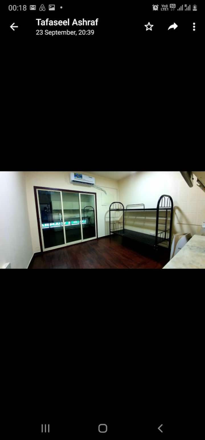 Room with bathroom, balcony and kitchen in Naif