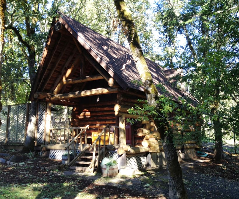 Little log cabin in the woods cabins for rent in eugene for Cabin in the woods oregon