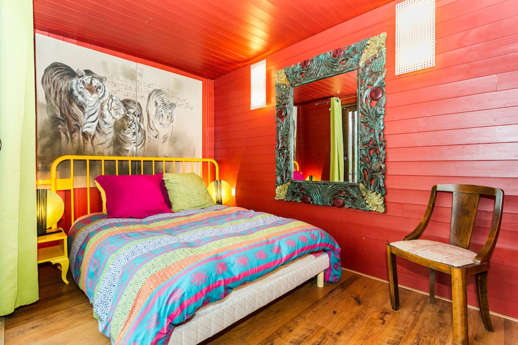 Les containers chambre rouge bed and breakfasts for rent for Chambre container