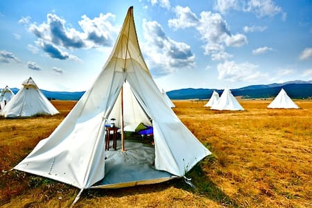 Yellowstone Under Canvas - Tipi
