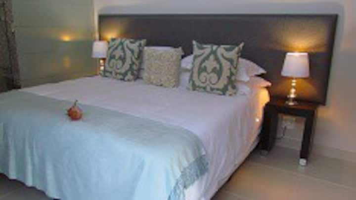 The Suite: Luxury one Bedroom Furnished