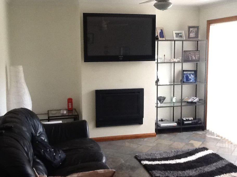 Rear TV/sitting room