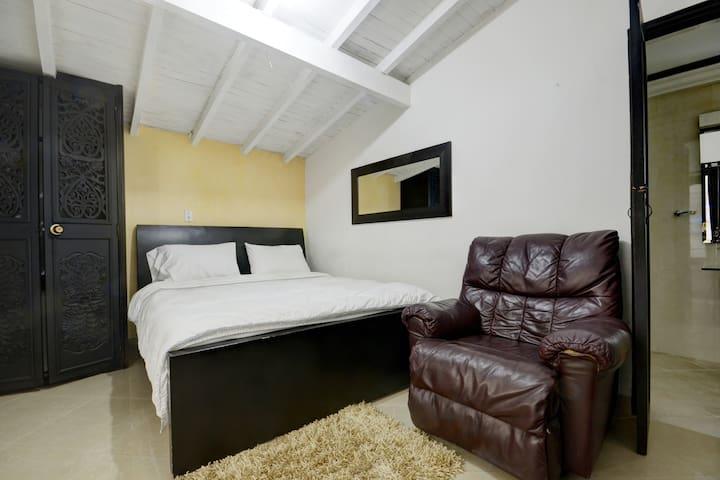 Bedroom 6 with queen