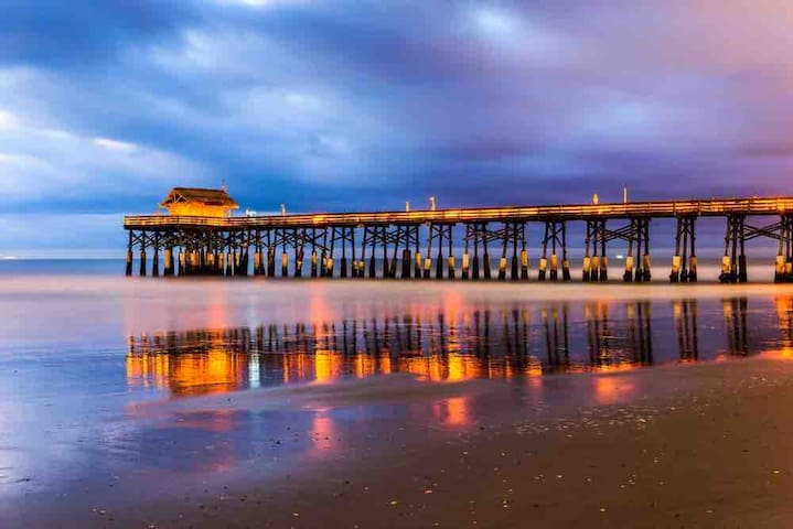 Oceanside Studio - walk down to the beach