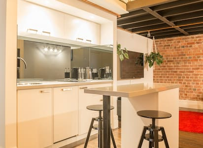 DELUXE BEACHSIDE LOFT APARTMENT - St Kilda West