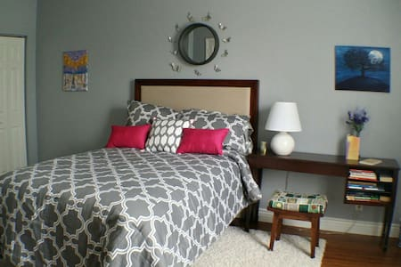 Serenity room with private bathroom - Lake Park